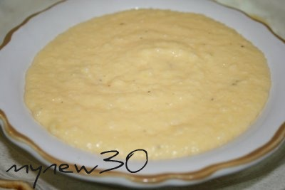 Creamy southern garlic cheese grits