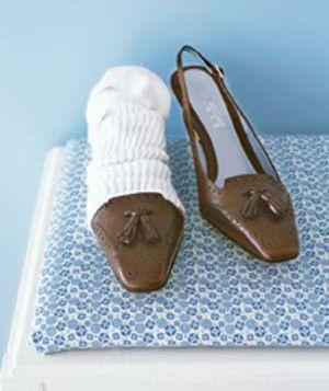 socks as shoe protectors when traveling - great idea!