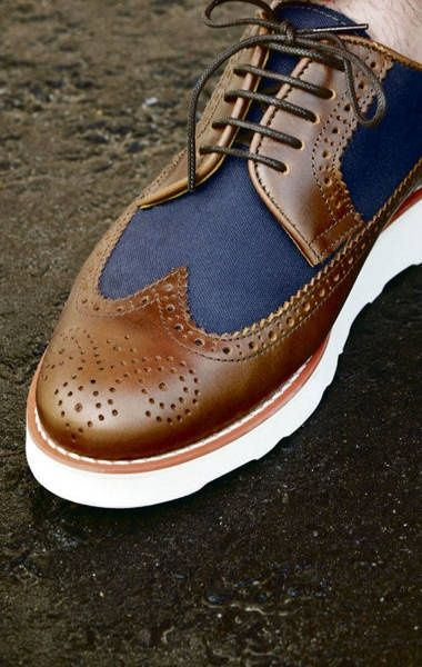 Oh my how I wish I knew who made these oh-so-spiffy shoes!!
