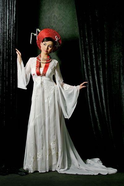 Ao Dai: The traditional dress of Vietnamese