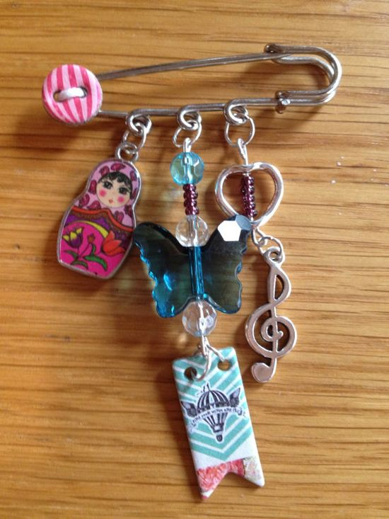 Beautiful handmade pinbrooch by LaceysLittleGems on Etsy, £6.50