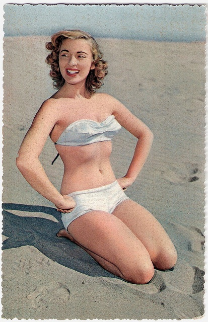 Such lovely, springy curls for the 1950s beach. #vintage #beach #summer #swimsuit #model #1950s #bikini
