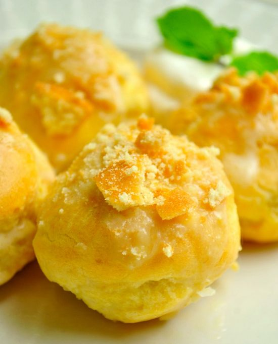 Banana-Pudding-Cream-Puffs...betcha can't eat just one :)