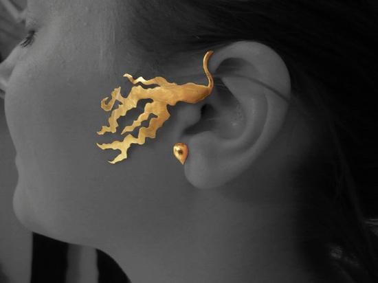 Tour d'oreille Enflammé  (Laiton doré)  Mathilde Garcia (AFEDAP)