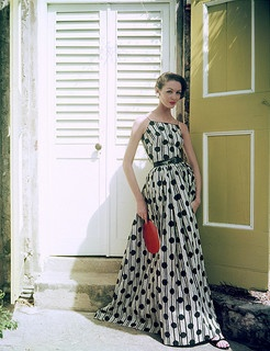 An eye-catching, floor grazing summer dress from 1956. #vintage #fashion #1950s