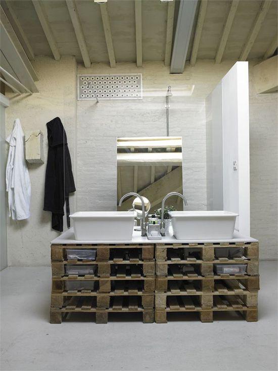 DIY: Bath Sink Made of Wooden Pallets