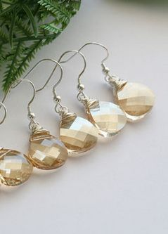 Bridesmaid earrings. lovely!