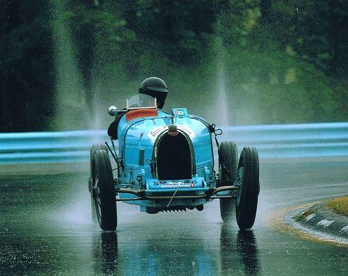 Bugatti#celebritys sport cars #sport cars #ferrari vs lamborghini #customized cars #luxury sports cars