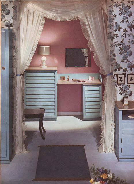 The splendidly pretty vanity area of a lovely 1959 bedroom. #vintage #1950s #home #decor #pink
