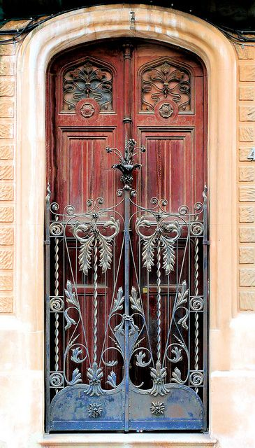 Barcelona Art Nouveau door