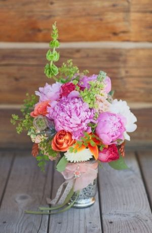 amazing bouquet made by the bride // photo by Megan-Robinson.com