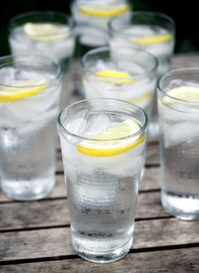 10 Health Benefits of Drinking Lemon Water - it balances PH, keeps your skin clear and glowing, it kick starts your digestive system, helps with weight loss, and helps to control your coffee habit. Lemon is also a natural energizer, it hydrates and oxygenates the body so it feels revitalized and refreshed!