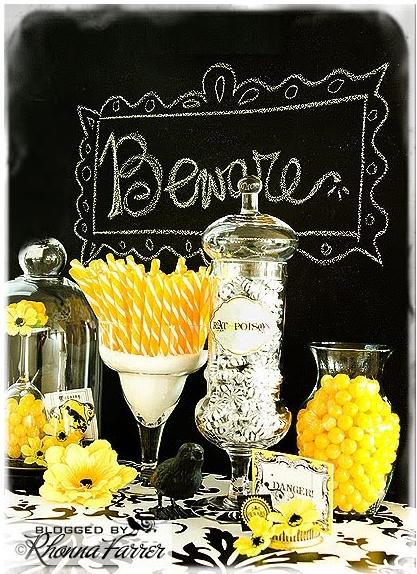 Halloween treat buffet - I have gotta get me some chalkboard paint~