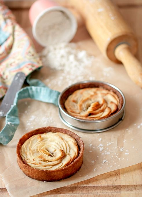 Grandma's #Apple #Tartelettes via #Tartelette #dessert #tartaleta #manzana #cake # tarta #postre #bakery #bolleria #desayuno #breakfast #receipes #recetas #food #comida #kitchen #cocina #cooking