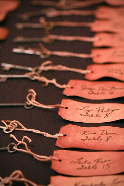 Table Escort Cards with vintage keys  I love this. I'm key obsessed.