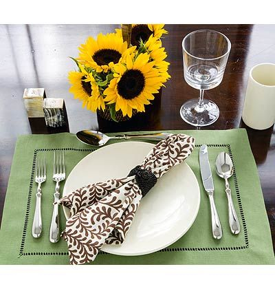 How to Set the Table for a Casual Lunch < Stylish Table Settings for Every Occasion - MyHomeIdeas.com