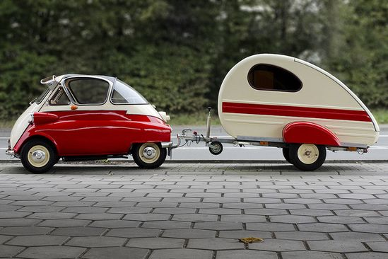 BMW Isetta and trailer with matching two-tone paint. So cool. The trailer almost makes the Isetta seem normal size.