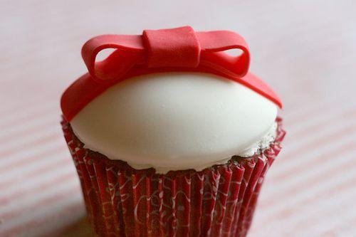 Red Velvet Cupcake Present