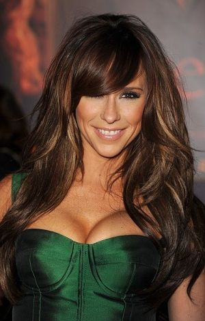 Jennifer Love Hewitt, Dark Hair With Caramel Highlights Peeking Through With Side Bangs (Never Really Thought Of Doing Anything Different With My Hair But I LOVE Everything About This!! Has Me Thinking!!)