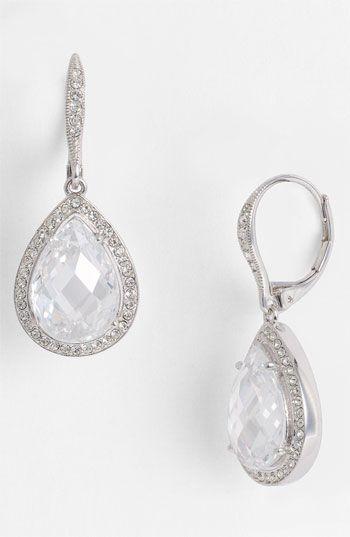 Timeless pear drop earrings #NordstromWeddings