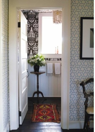 david hicks wallpaper bathroom, eclectic style, layered look, plants in bathroom, oriental rug