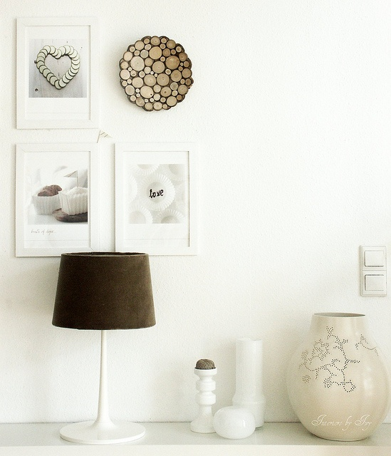 At home with white decor on the walls / Interior styling