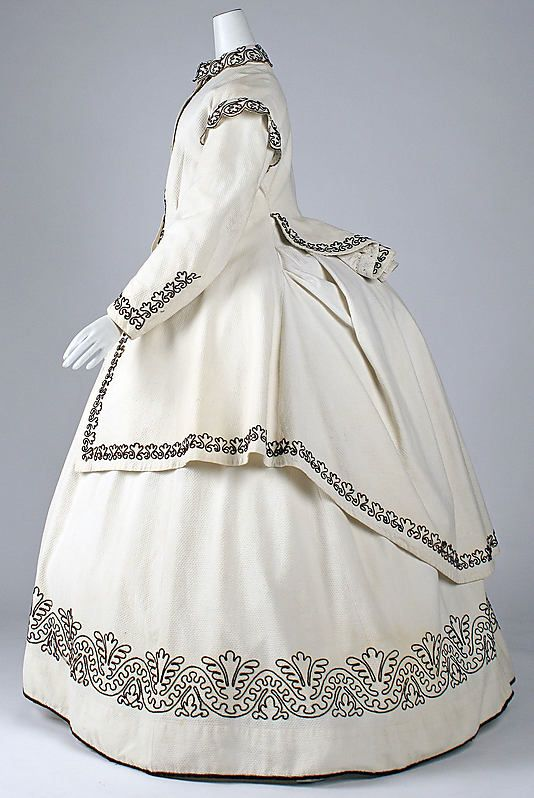 White and black British cotton and wool dress, c. 1865. #Victorian #fashion #1800s