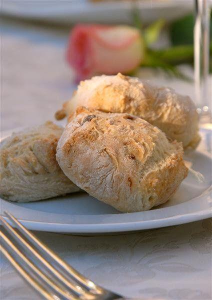 Handmade bread at La Grotta in #Montepulciano #Tuscany ( credits to Ristorante