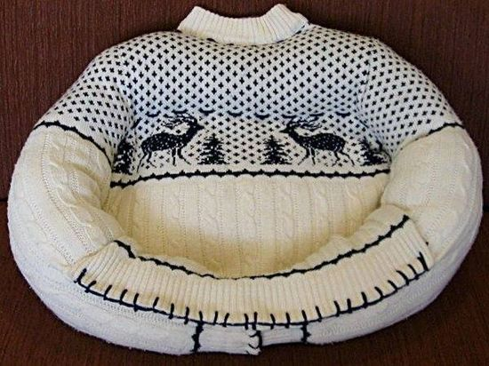 New use for those old sweaters....  Cute Pet Beds....