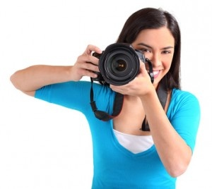 How to PROPERLY hold a DSLR camera.  Great photography tips on this site!