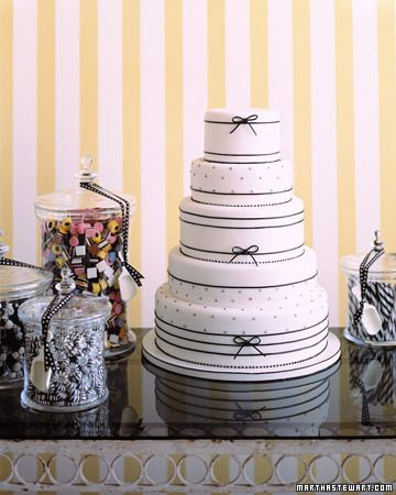 Licorice Delight Wedding Cake #wedding #cake #inspiration #details #blackandwhite #black #white