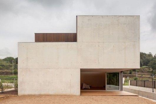 Bitten House / arnau estudi d'arquitectura/ Sant Feliu de Pallerols, Spain