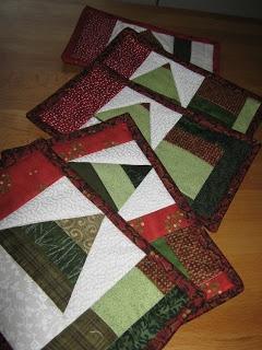 Christmas tree mug rug
