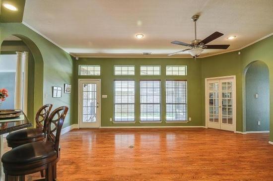 Beautiful colors -Living room
