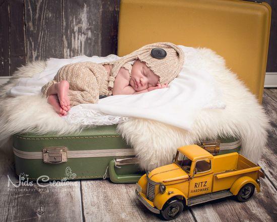 New born pose, newborn photography, studio photography