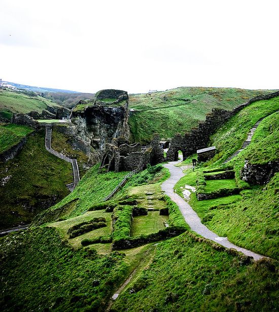Tintagel, home of King Arthur. This spectacular place is really worth a visit. Beautiful nature and breathtaking views.  #Tintagel #Cornwall #England #King Arthur