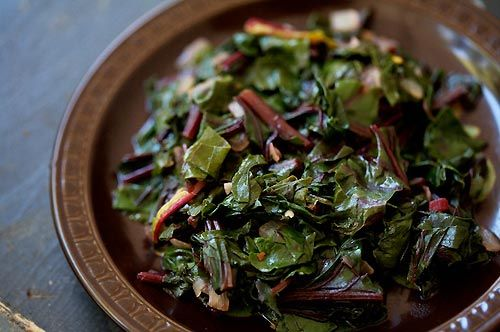 Delicious way to serve beet greens and other greens such as collard or kale.  Beet greens recipe with bacon, garlic, onion, sugar, vinegar, and red pepper flakes.