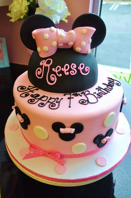 Minnie Mouse Cake Gracie would love this!!!!