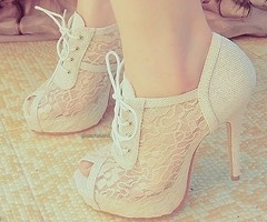 These lace heels would look so cute with a really feminine outfit
