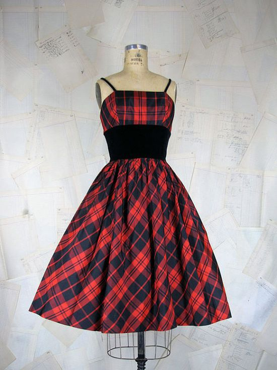 I've been feeling plaid 1950s dresses (be they causal or formal, like this charming example) more than ever this year. #plaid #red #Christmas #vintage #dress #clothing #fashion #1950s #fifties #50s