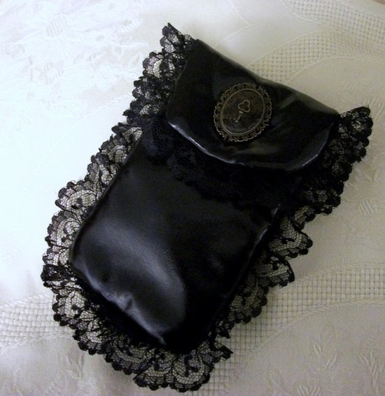 satin & lace cellphone case - want!