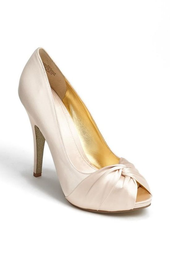 In love with these satin pumps!