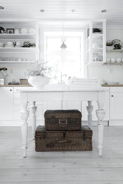 great upper cabinet/shelf idea