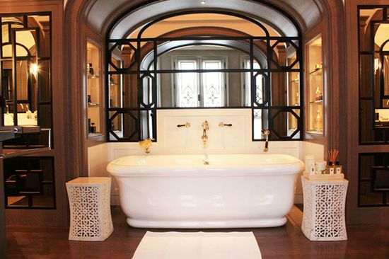 Love the faucet placement of this tub!