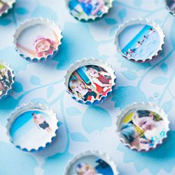 DIY miniature photo frame magnets out of old bottle caps.