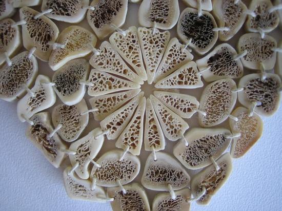 Evelien Sipkes - bones neckpiece detail