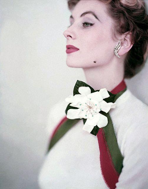 A strikingly beautiful image of model Suzy Parker. #vintage #1950s #model #fashion #earrings