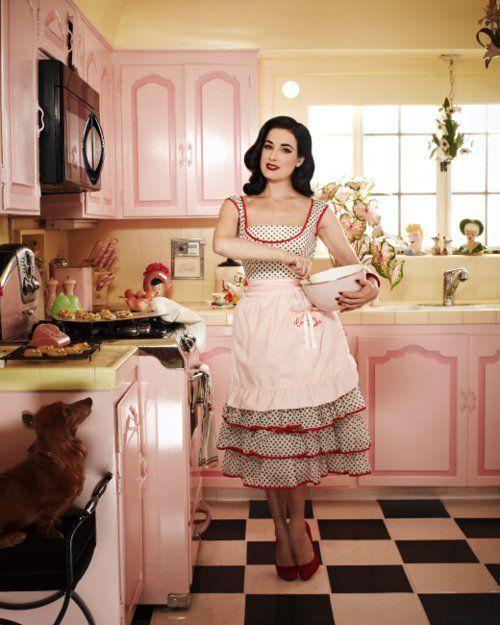 pink retro kitchen photo idea