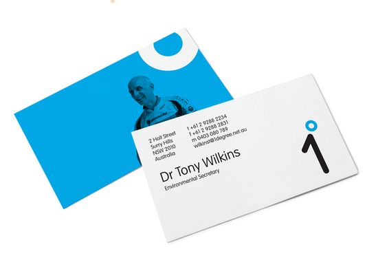 business card. good use of blue.
