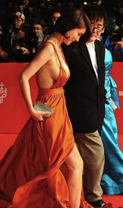 Oh In-Hye was a little known South Korean actress until she dawned a red plunging neckline dress and walked the red carpet at the Busan International Film Festival (BIFF). Photos of her amazing sideboob exploded #Korean Films Photos